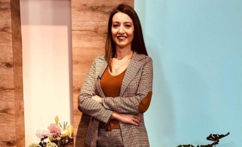 Возбудена и насмеана од шестка до шестка: Милена Антовска и Саша Ковачевиќ залепени еден до друг на роденденот на нејзината матична телевизија (фото)