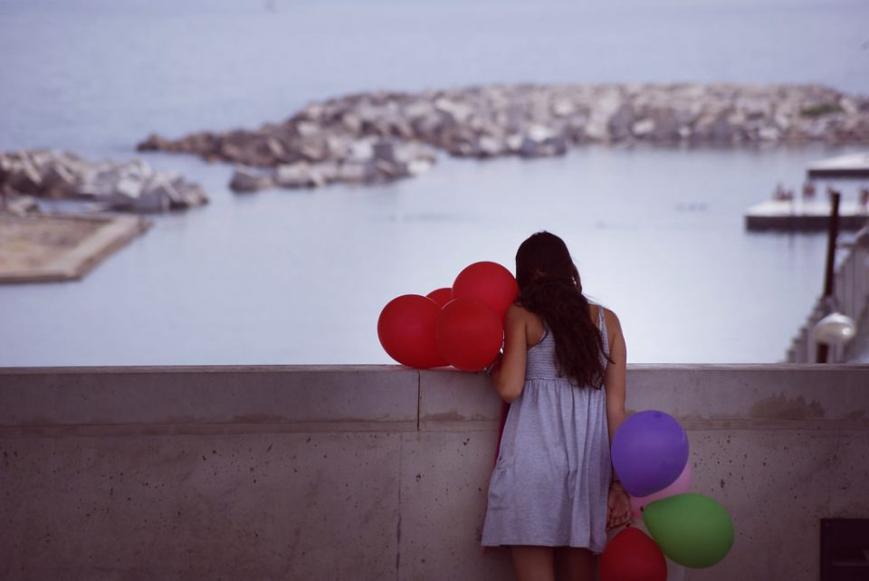 Убавите луѓе имаат помалку среќа во љубовта: Научниците го објаснија овој феномен