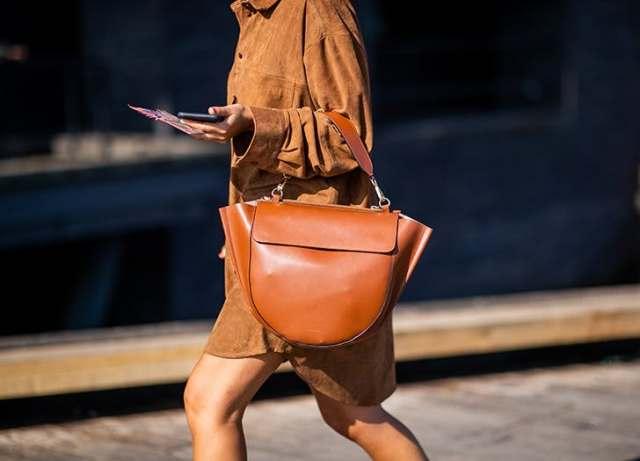Секоја модерна жена ќе ја носи оваа сезона: Модел на чанта што ја покори модната сцена