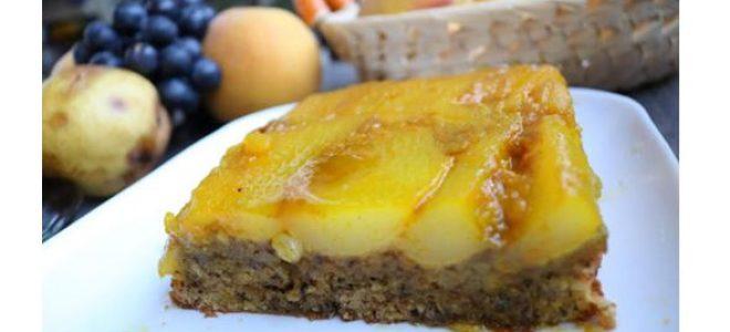 Освежителен, сочен и лесен: Есенски колач од круши,мед и ореви