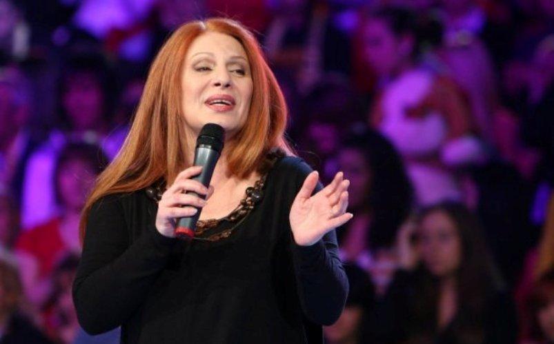 Долгата црвена коса беше нејзиниот заштитен знак, а сега Маја Оџаклиевска направи драстична промена на изгледот (фото)