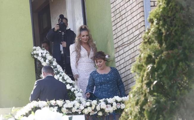 Родиќ не ја тргаат насмевката од лицето: По гала свадбата, семејството има нов повод за славење