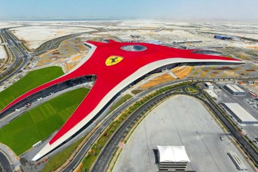 """Најдобриот тематски парк на светот: """"Ferrari World"""" во Абу Даби го одзема сечиј здив"""