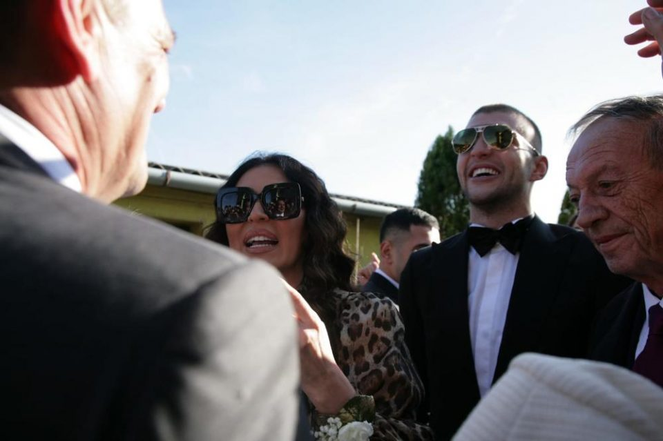 На свадбата кај Ражнатовиќ се случила драма: Таткото на Цеца завршил на  Ургентен!