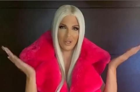 """Јелена Карлеуша како """"порно Барби"""": Облечена за настап, како да оди на снимање филм за возрасни (ФОТО)"""