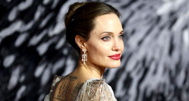 Се откажала од мажите: Анџелина Џоли во врска со осум години помладата колешка?! (фото)