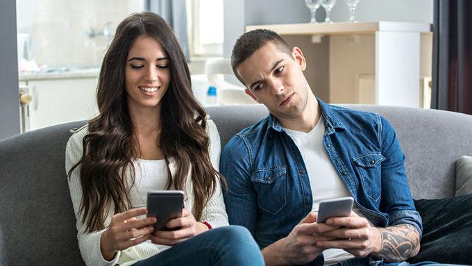 Четири ефективни начини да ја победите љубомората во врската