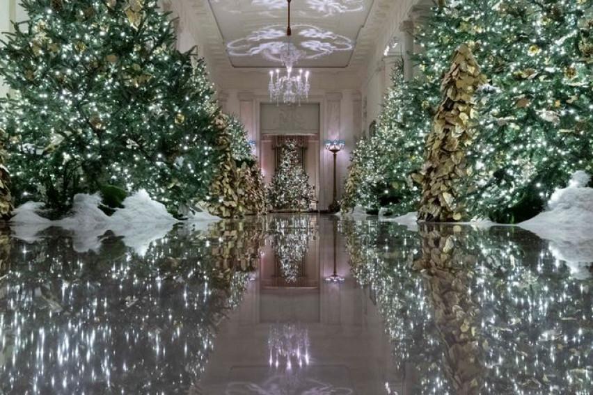 Како од филмовите на Дизни: Вака Меланија Трамп ја украси Белата куќа за Нова Година и Божиќ (видео)