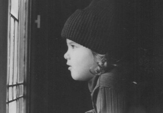 Некогаш слатко бебе, денес голема холивудска ѕвезда: Дали може да погодите кој е на фотографијата?