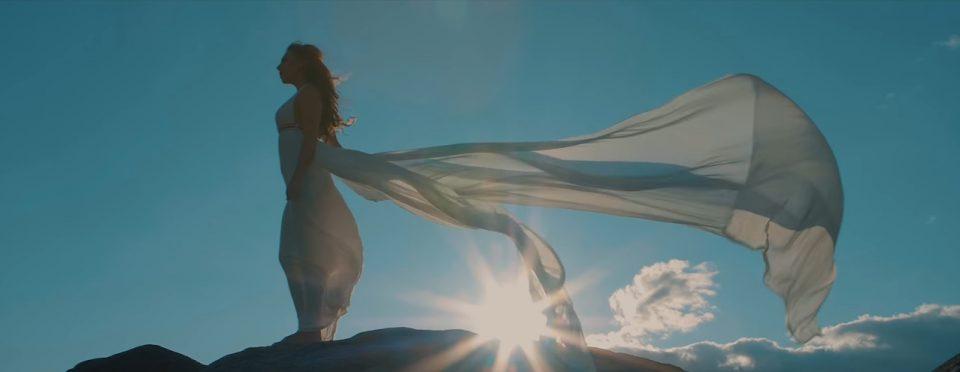 """Стојне Николова ја """"воскресна"""" легендарната патриотска песна """"Крушево абер пристигна"""" (ВИДЕО)"""