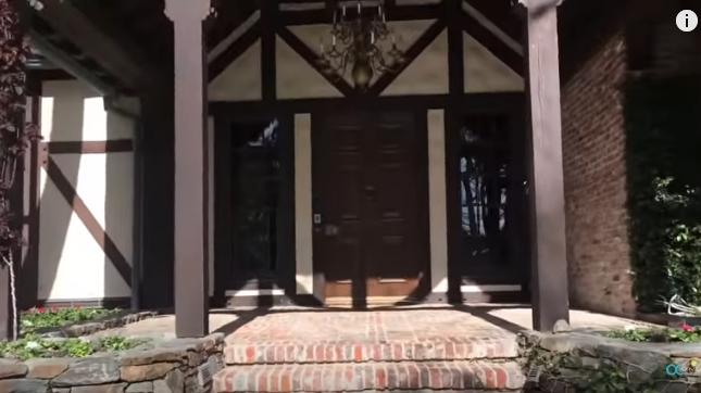 """Ретка снимка се појави на Јутјуб: Погледнете ја секоја соба и детаљ од """"Неверленд"""" – имотот на Мајкл Џексон кој се уште се продава (видео)"""