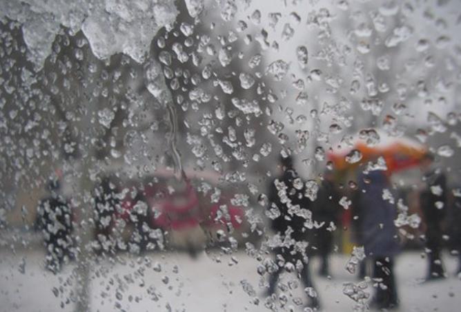 Ведро и студено време, викендов дожд и снег