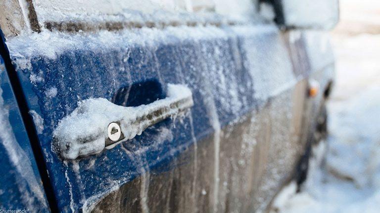 Како да не ви замрзне автомобилот во текот на ноќта? Одлични трикови од искусни возачи