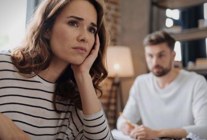 Неколку знаци кои укажуваат дека сте жртва на емоционално насилство