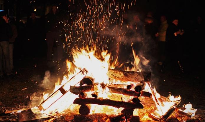 Вечерва се палат коледарски огнови- еве што треба да направите