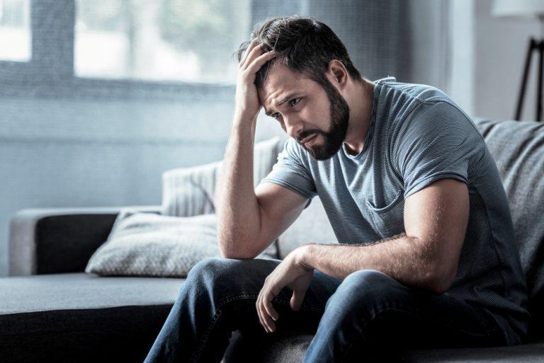 10 знаци што покажуваат дека мажот има скршено срце