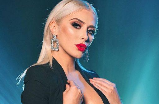 Фолкерката Џесика Палашоска е уште еден доказ дека на секоја згодна блондинка, мора на рамо да и виси некој мајмун (ФОТО)