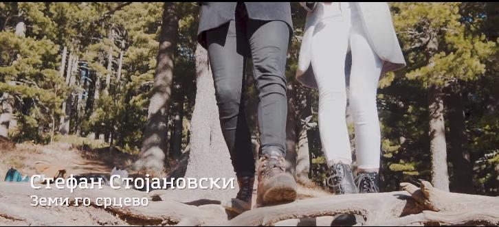 """Стефан Стојановски со љубовна понуда – """"Земи го срцево"""" (ВИДЕО)"""