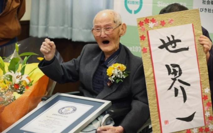 Најстариот човек на светот има 112 години и 344 дена- еве во што тајната на неговата долговечност