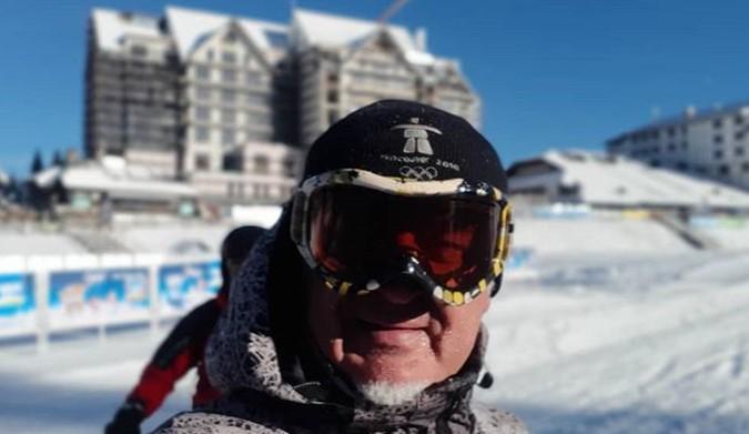 Адреналинот на највисоко ниво: Мики Црнокрак среде февруари ужива во зимските лудории (видео)
