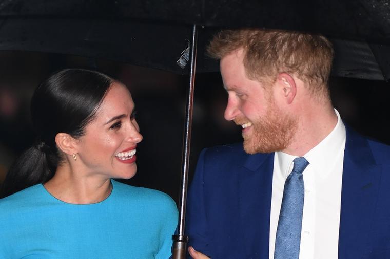 Насмеана и дотерана: Меган Маркл првпат се појави на јавен настан по повлекувањето од кралското семејство (фото)