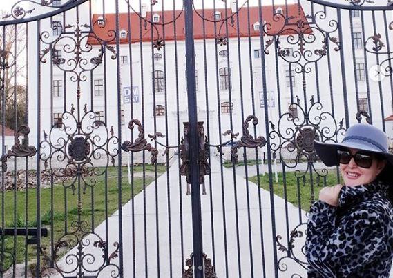 """Драгана Мирковиќ како кралицата Елизабета, во карантин од својот дворец порача: """"Чувајте се, ве сакам"""""""