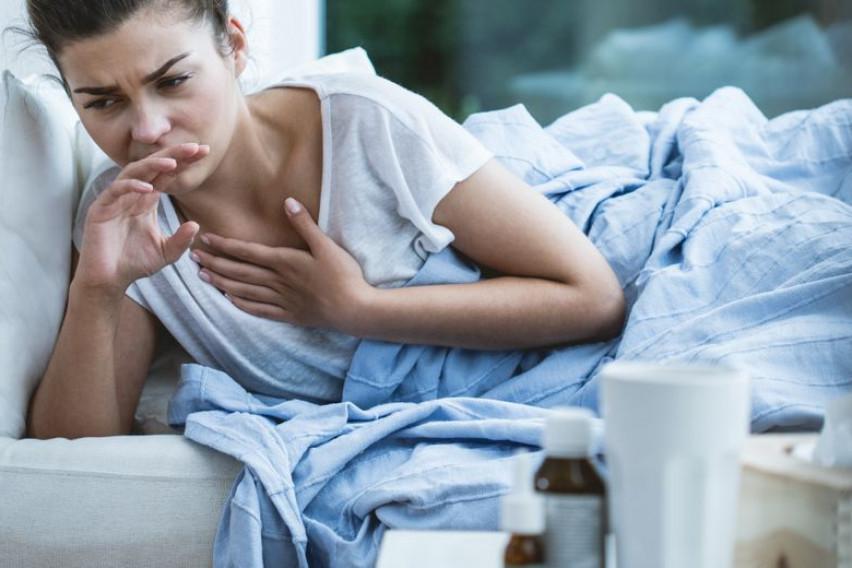 """""""Како ѓаволот да беше во моето тело"""": 28-годишна мајка ги предупреди младите на коронавирусот"""