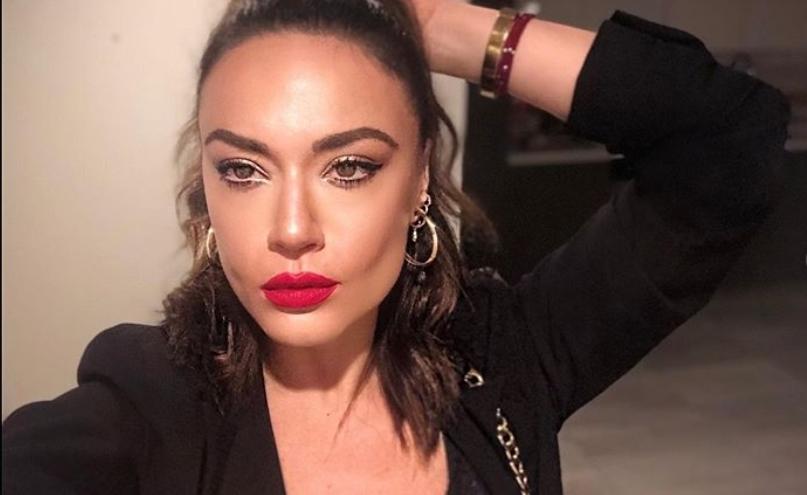 Стегната во хеланки и со голо стомаче: Елена Ристеска во опасни пози ги остави со подотворена уста и мажите и жените (видео)