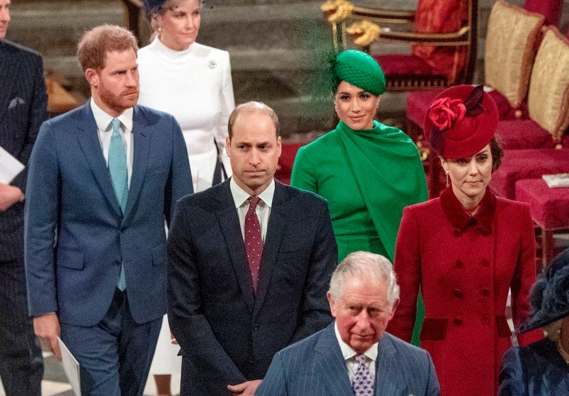 """Меган Маркл и Хари првпат по """"Мегзит"""" се појавија на кралска средба, а сите зборуваат за поздравот на Кејт Мидлтон и принцот Вилијам (видео)"""