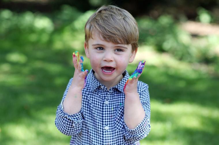 Кејт Мидлтон во улога на фотограф: Принцот Чарлс наполни две години (фото)