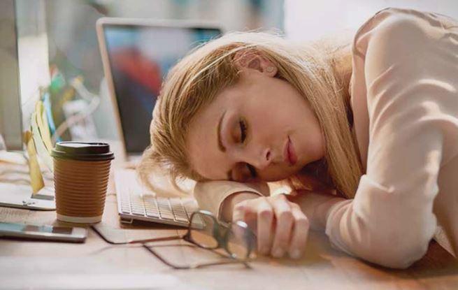 Не е само кафето решение: Како да се освестите кога ве фаќа дремка бидејќи не сте спиеле доволно?