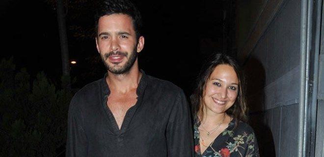 Турскиот ерген  бил во лажна врска со актерката Гупсе Озај, а други пак шпекулираат дека се венчале во тајност