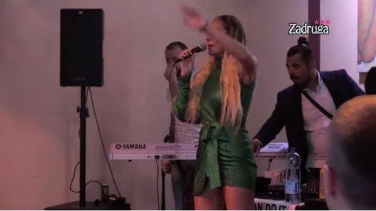"""Луна пееше во живо во """"Задруга"""", па ја споредија со Кија – која колку ја бидува со микрофонот? (видео)"""
