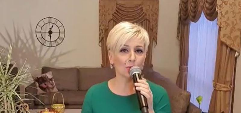 По теркот на светските ѕвезди: Татјана Лазаревска со концерт од својот дом ги забавуваше следбениците (видео)