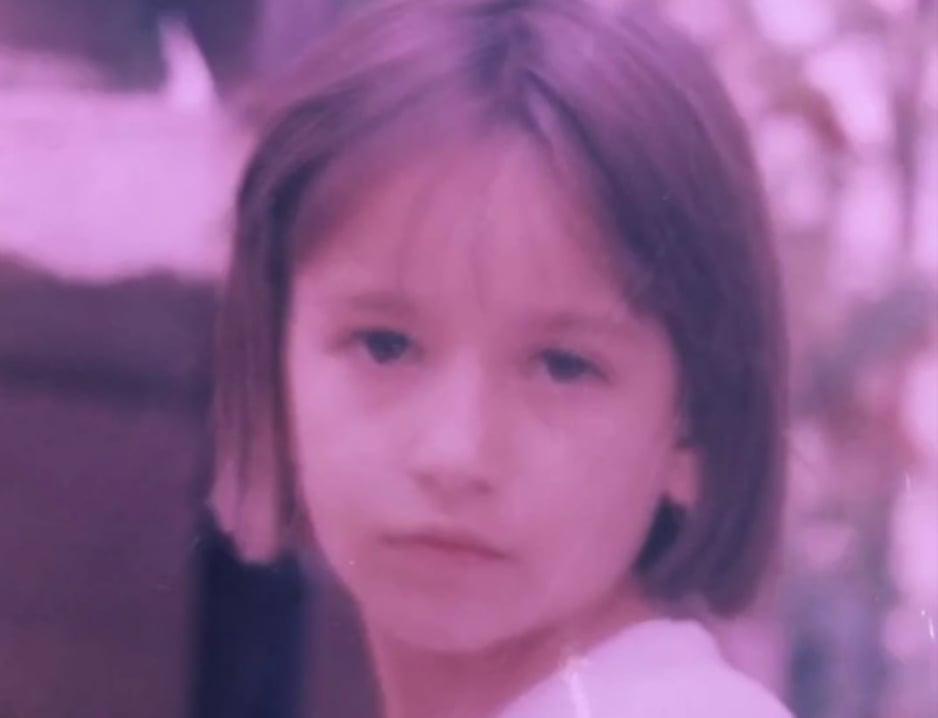 Ја гледате секој ден на ТВ екраните, а вака изгледаше како дете – погодувате ли која водителка е на фотографијата?