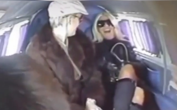 """Јелена Карлеуша и Тијана Дапчевиќ се најдоа заедно во авион кој наводно почна да паѓа: """"Барем ќе умреме како ѕвезди…"""" (ВИДЕО)"""
