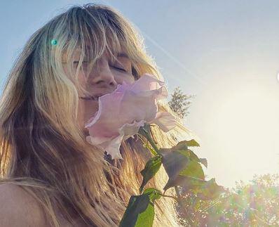Објавата за краток период достигна 200 илјади лајкови: Хајди Клум со раце се обиде да ги сокрие голите гради (фото)