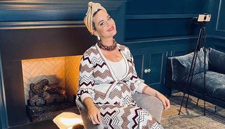 Бремената Кети Пери го покажа трудничкото стомаче (фото)