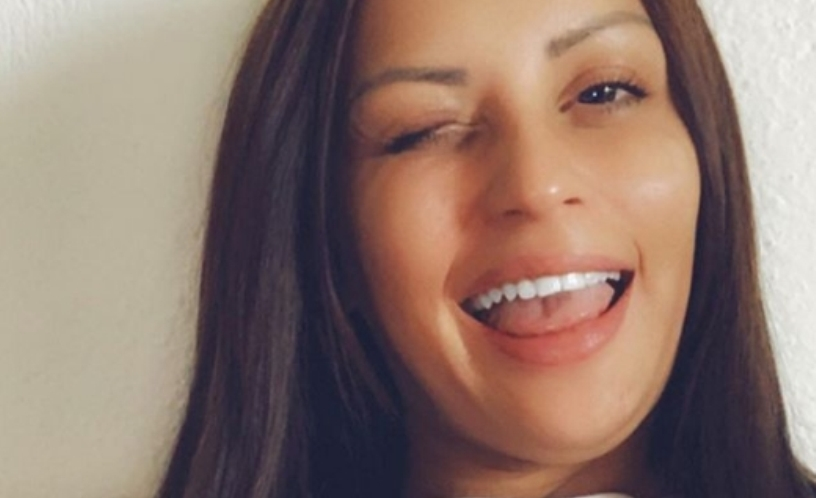 За инстант расонување: Сања Барбика гола во кревет посака добрo утро (фото)