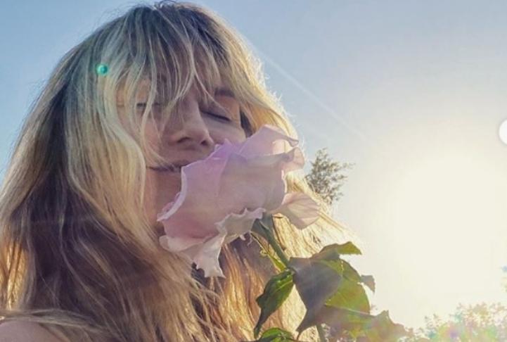 Хајди Клум се сончаше целосно гола, па објави неколку жешки фотографии (фото)