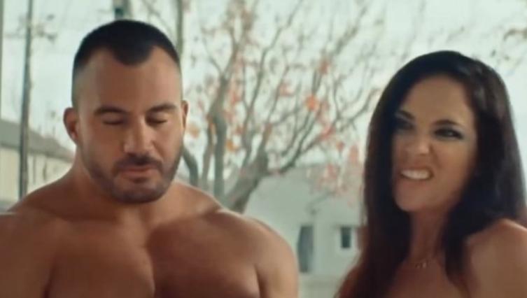 Реклама која го шокираше светот: Како децата учат за сексот? (ВИДЕО)