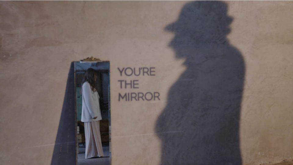 """YOVA  со """"одраз во огледалото"""" за насловната тема го најави албумот – """"You're The Mirror""""  (ВИДЕО)"""