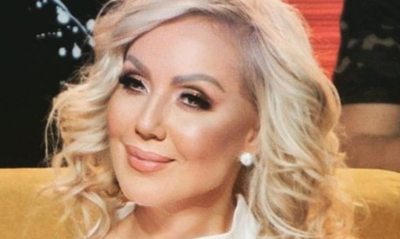 Лепа Брена се соблече по гаќички: Пејачката во шестата деценија изгледа брутално добро (фото)