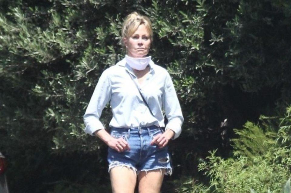 Пластичните операции на Мелани Грифит веќе не се главна тема – сега ја прозваа поради нешто друго кое не и доликувало на возраста (фото)