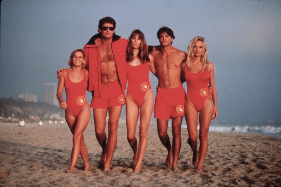 """Жените го обожаваа актерот од """"Чувари на плажа"""", а и по повеќе од две децении не е ништо помалку секси (фото)"""