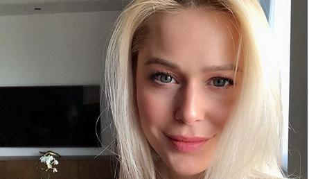 Викторија Лоба е нежна грација и по најновата трансформација: Пејачката ја скрати долгата руса коса, па се соблече… за на плажа (ФОТО)