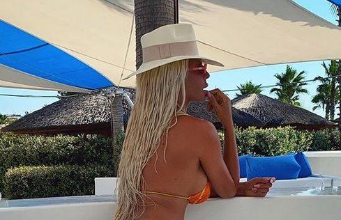 """Карлеуша жари и пали со своите бујни облини во секси бикини: """"Моето га*е е преубав дебел балкански задник, полн со целулит (ФОТО+ВИДЕО)"""