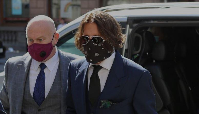 Очи во очи: Џони Деп и неговата поранешна сопруга Амбер Херд пристигнаа на суд поради судењето за физичкото насилство