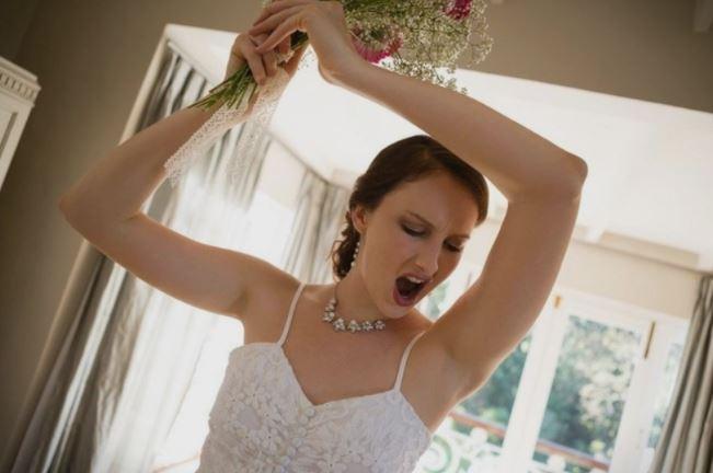 Невеста под дејство на алкохол, ги истепала мажот и свекрвата, а ни кумот не поминал најдобро