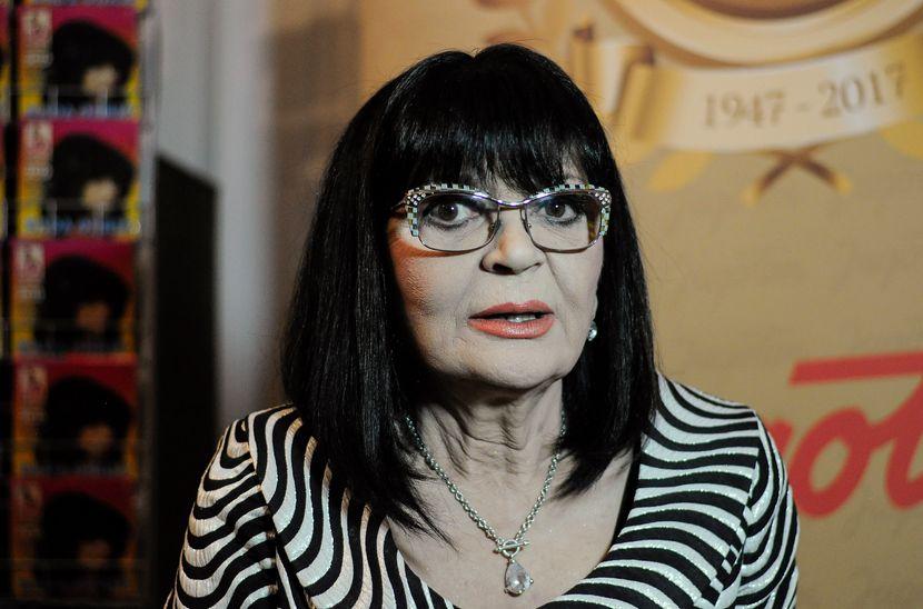 Жива ја закопаа: Пејачката Нада Обриќ се огласи по написите дека починала!